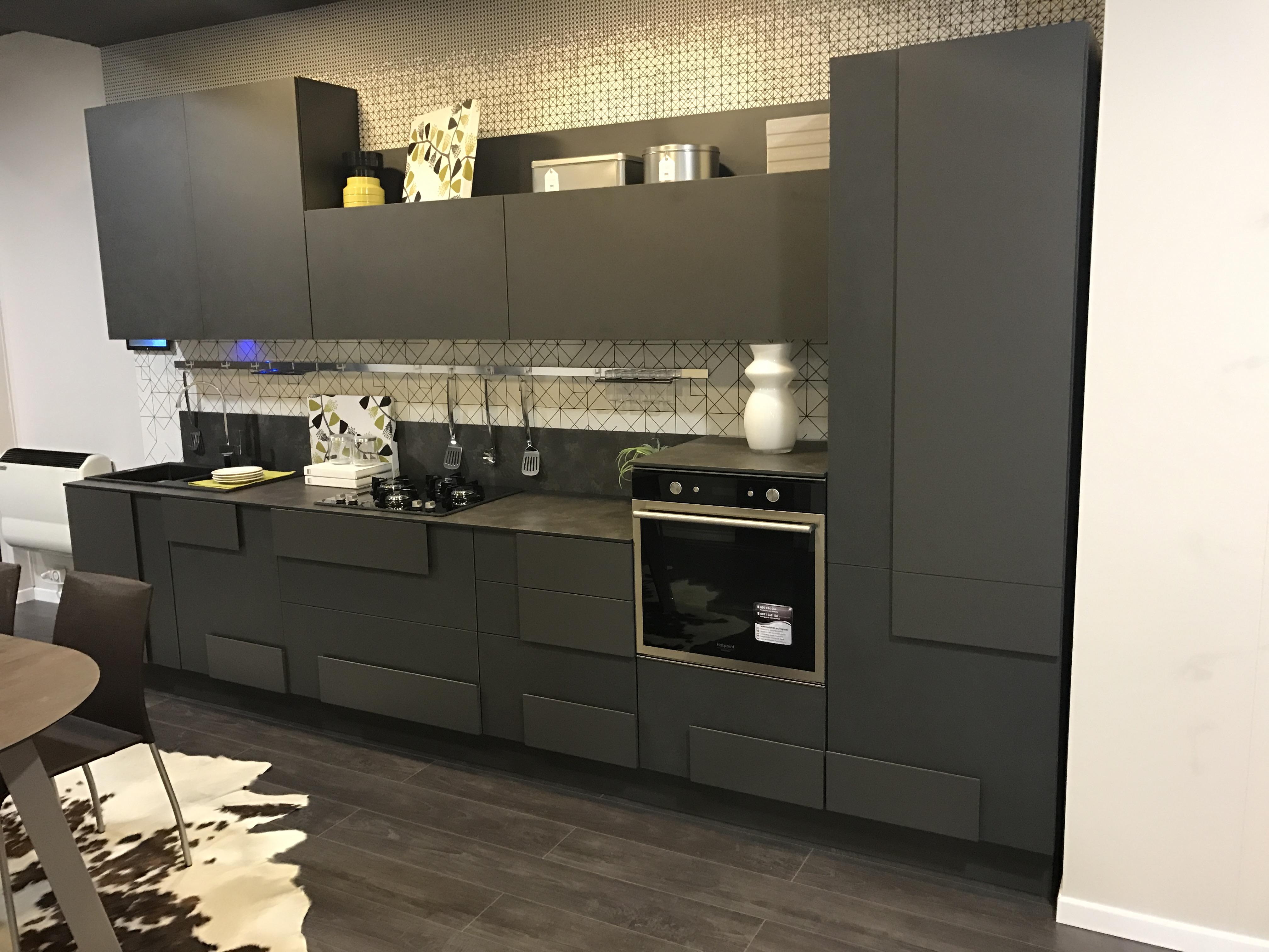 cucina lube in nero si o no ? – Punto Arredo
